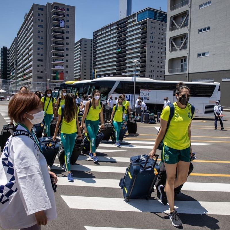 thumbnail do Álbum Chegada da seleção feminina na Vila Olímpica (21/07/2021)