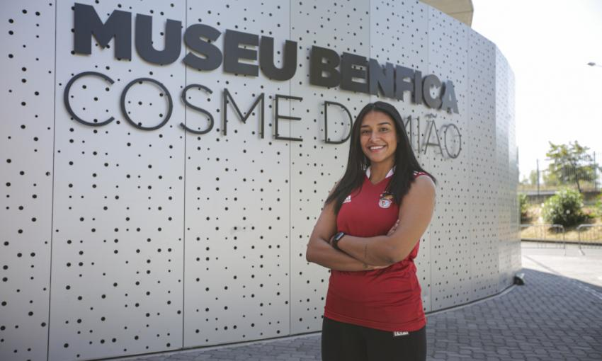 Capa da notícia - Mercado: Benfica contrata Leticia Bonardi