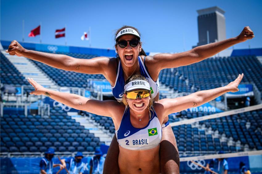 Capa da notícia - Tóquio: Ana Patrícia/Rebecca vence dupla chinesa e vai às quartas de final