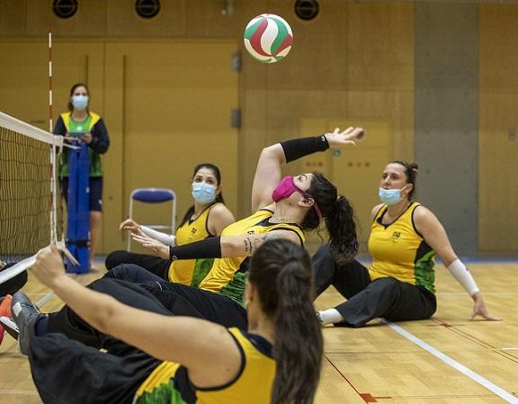Capa da notícia - Paralimpíada: brasileiras do vôlei sentado vencem na estreia