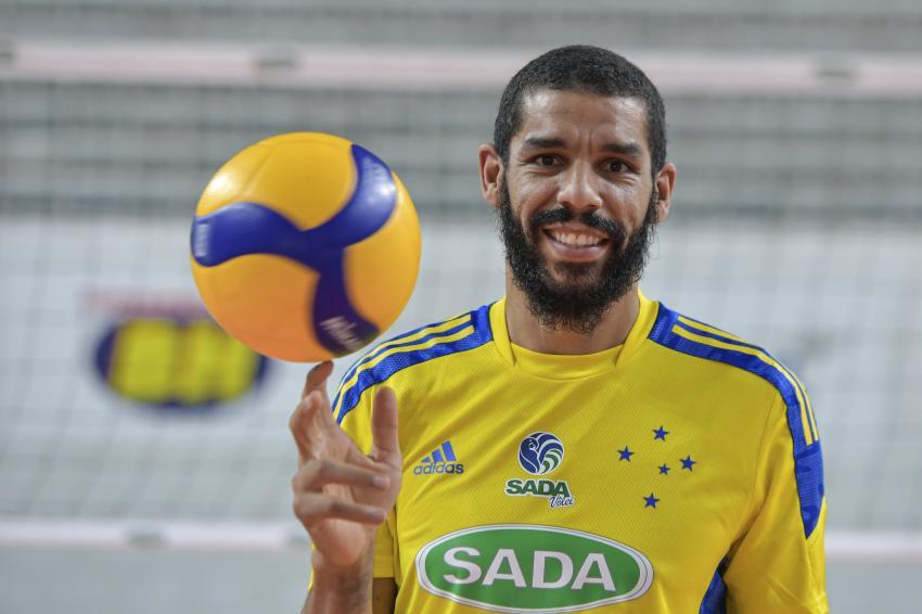 Capa da notícia - Wallace se reapresenta ao Sada Cruzeiro