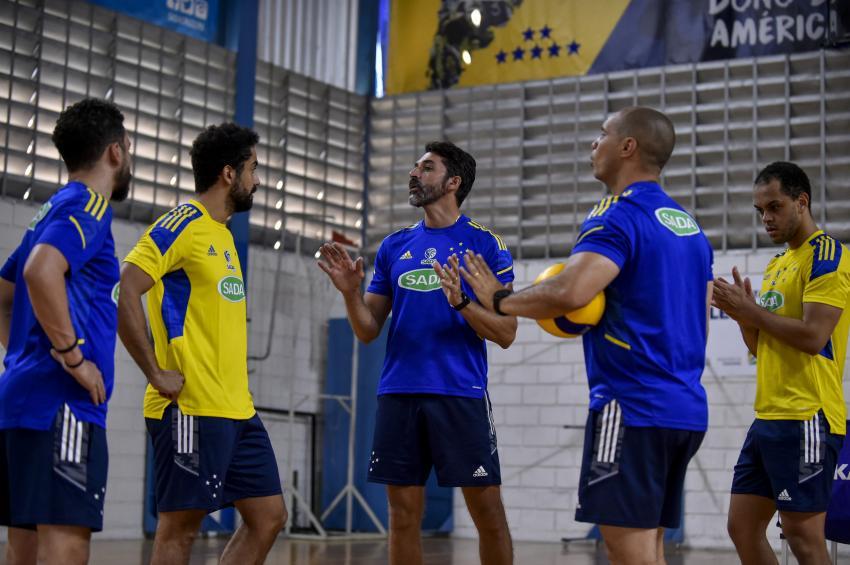 Capa da notícia - Sada Cruzeiro treina com elenco completo