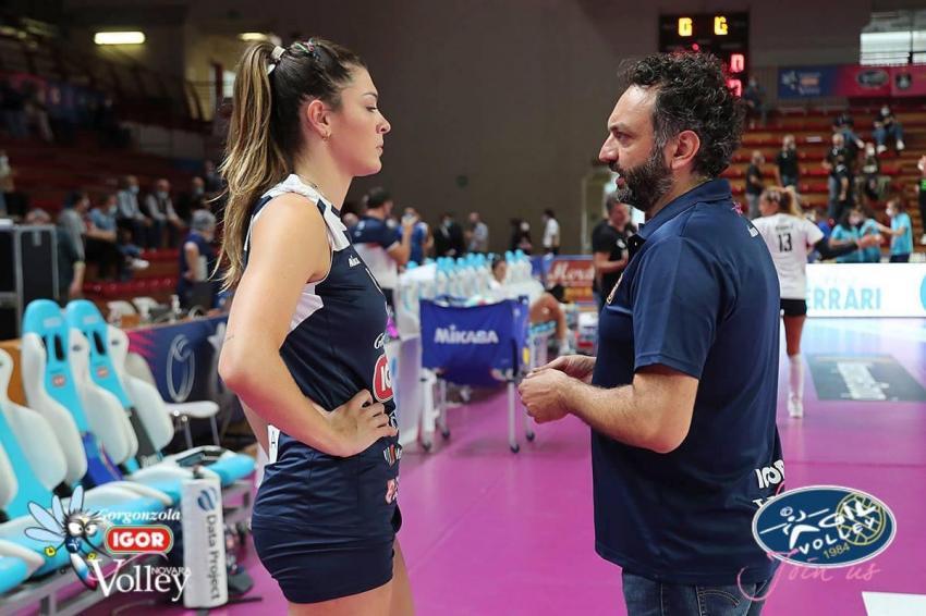 Capa da notícia - Itália: Rosamaria é relacionada em jogo do Novara
