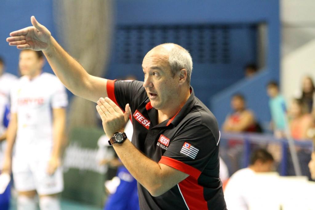 Sesi, do técnico Marcos Pacheco, superou jogo difícil com tranquilidade (Foto: Divulgação/CBV)