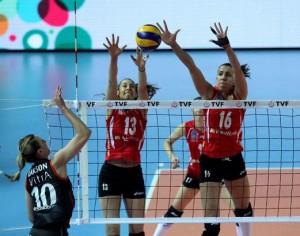 Sheilla fez bom duelo contra Larson (Foto: Federação Turca)