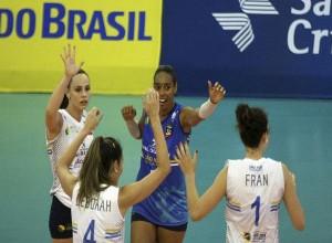 Arlene possui três títulos de Superliga na carreira (Foto: Divulgação/CBV)
