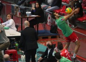 Brasileiro se esforçou, mas não evitou a derrota de sua equipe (Foto: Divulgação/CEV)