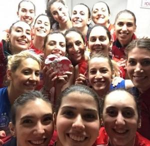 Jogadoras do Vakifbank comemoraram liderança com uma selfie no vestiário (Foto: Reprodução/Instagram)