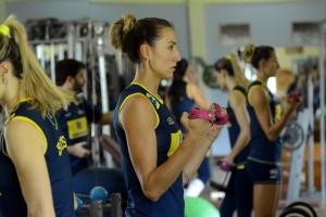 Bárbara tem treinado até passes com a seleção brasileira (Foto: Divulgação/CBV)